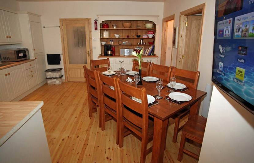 coach house  diningroom.jpg