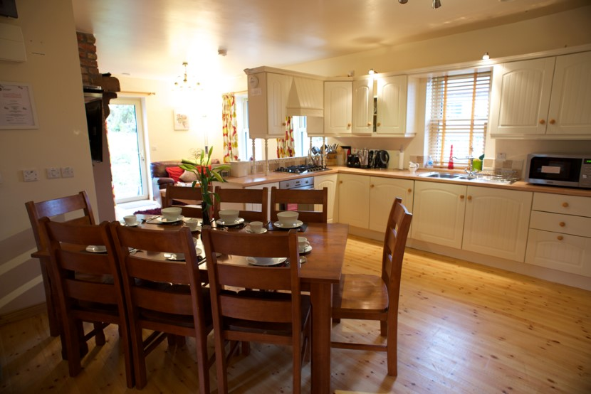 coach house dining - kitchen.jpg