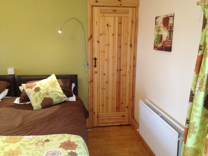 stables small bedroom and wardrobe wall bright.JPG